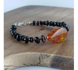 artemis pain reliever amber bracelet one biger amber on front and small black on sides